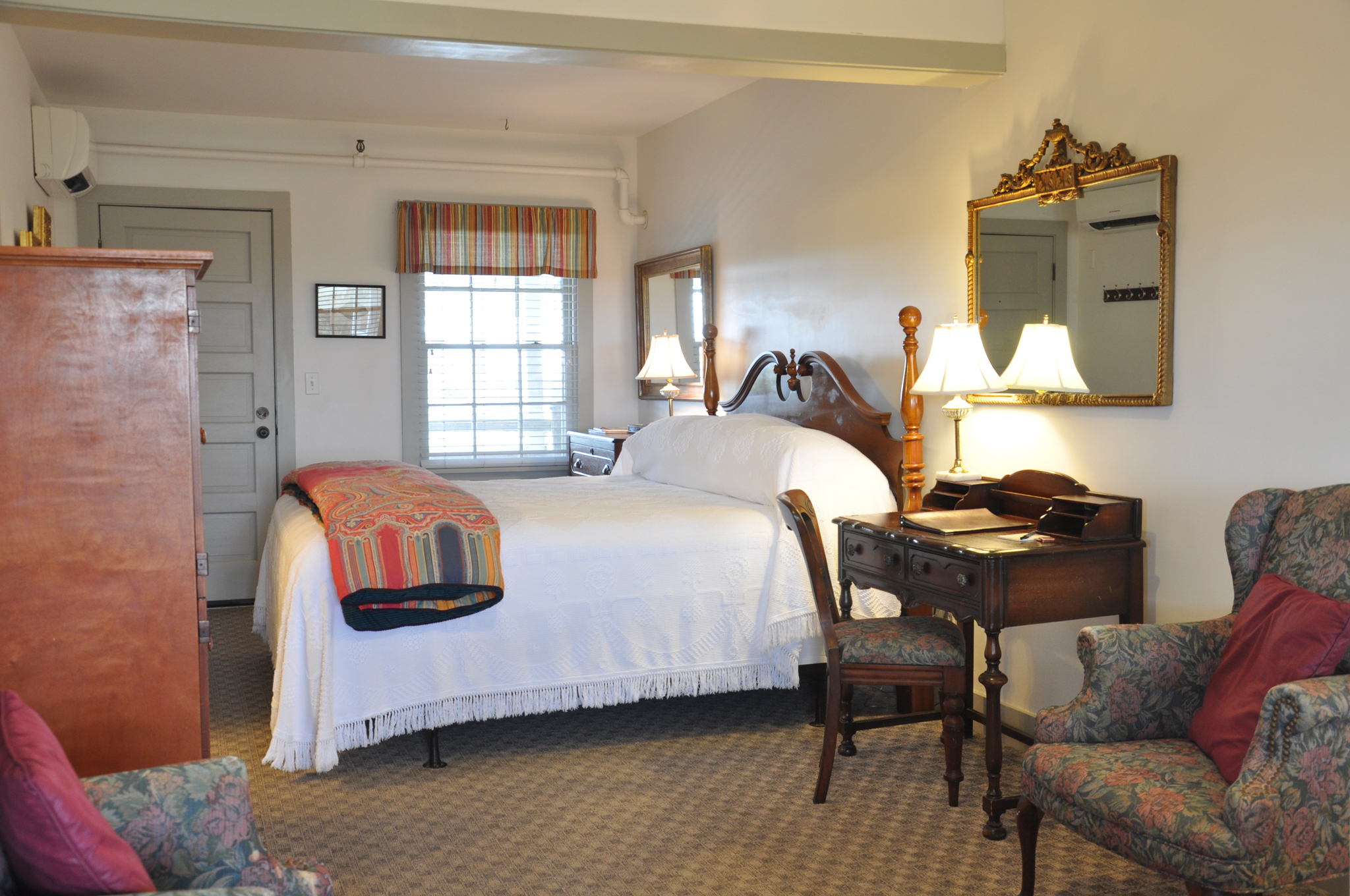 Rooms First Colony Inn